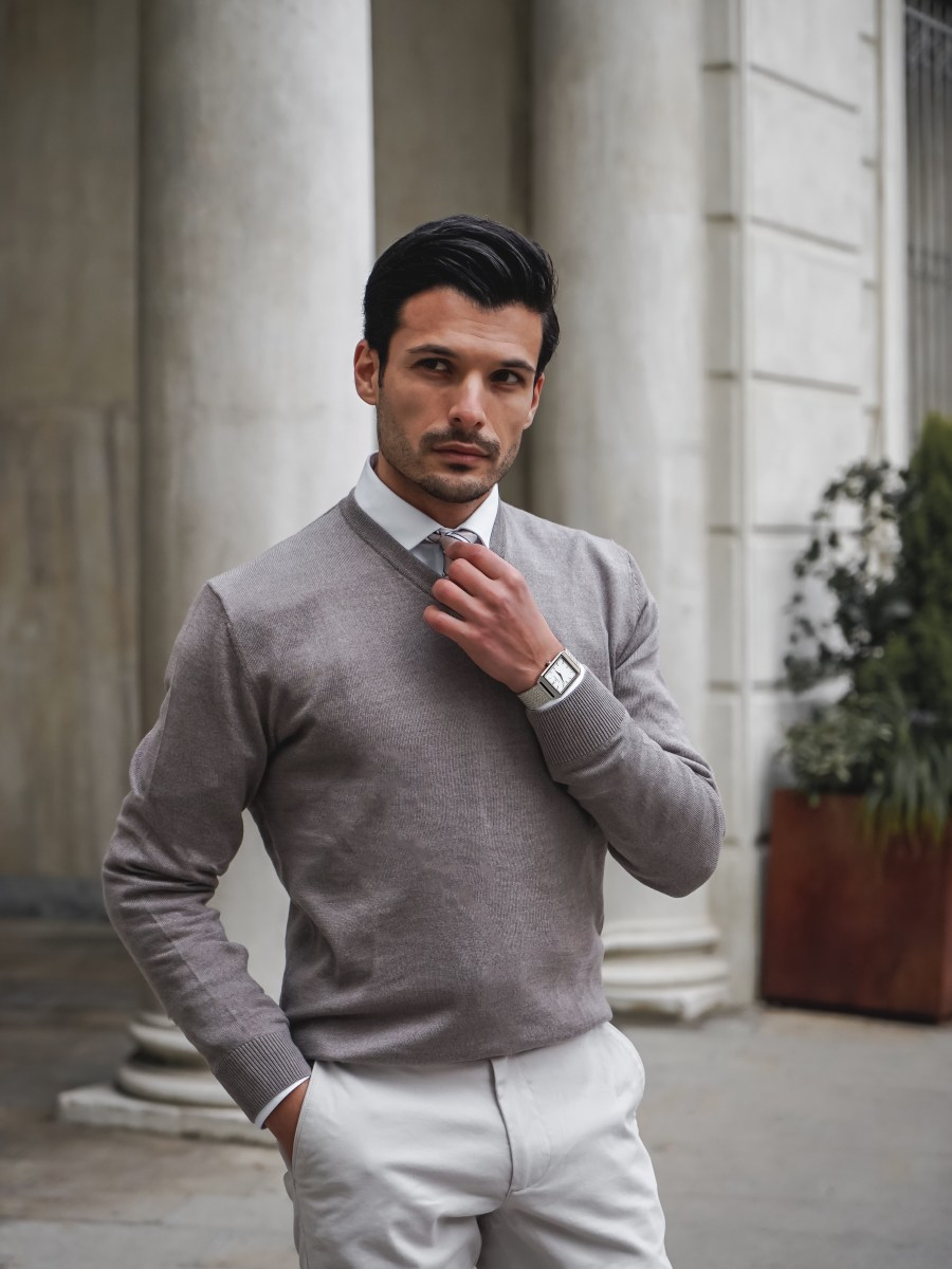 HOW TO WEAR GREY CHINOS WITH JOHN HENRIC